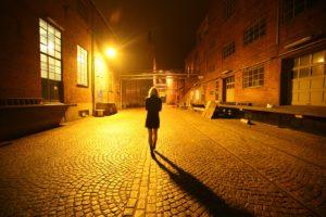 Жить в одиночестве: плюсы и минусы такого существования